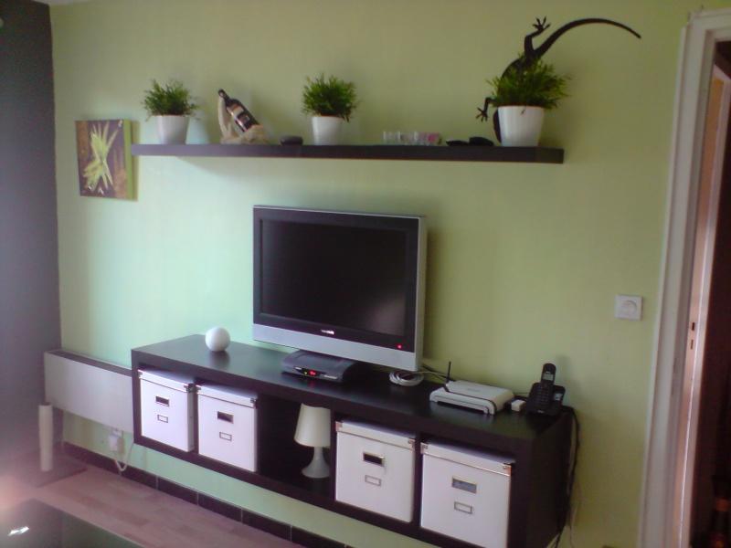 tele au mur. Black Bedroom Furniture Sets. Home Design Ideas