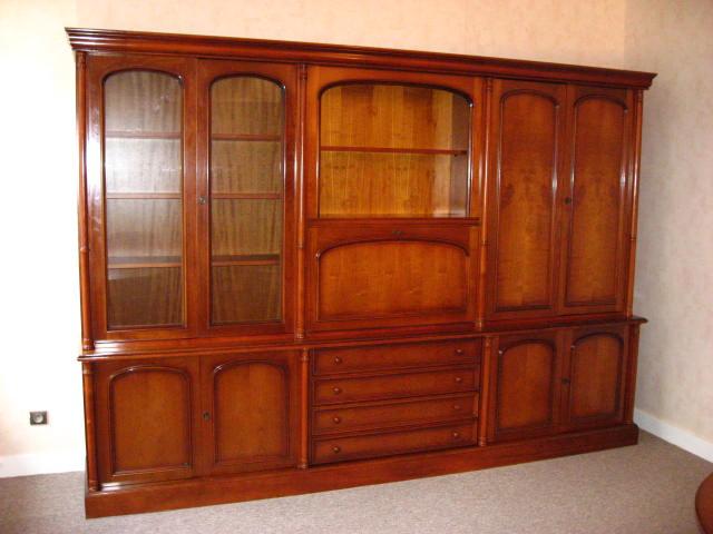 Comment peindre un meuble vernis en merisier - Comment decaper un meuble en bois vernis ...