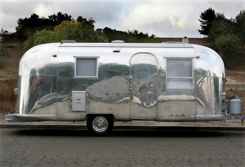 la mode du kit voiture antique et roulotte assortie. Black Bedroom Furniture Sets. Home Design Ideas